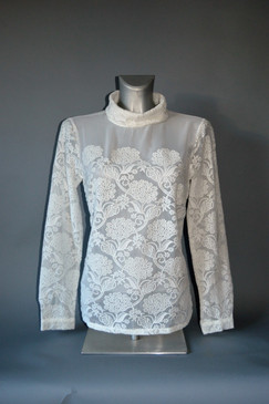 Floral Lace Pullover Blouse in Ivory