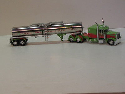 """#33151 Durand Transport 389 Pete 63"""" Flattop Sleeper With Chemical Tanker"""
