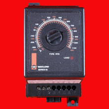WATLOW TEMPERATURE CONTROLLER, -300 TO 1100, NO MANUAL RESET