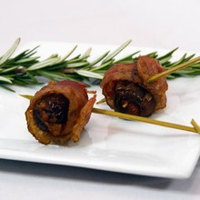 Spanish Pamplano-style chorizo encased in a sweet Medjool date then draped with hickory smoked bacon to highlight the smokey undercurrent.   Units/case: 100