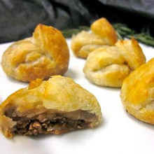 Tender pieces of beef marinated in our bourguignon wine sauce and layered into our delicate puff pastry.   Units/case: 100