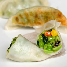 A traditional Asian potsticker filled with an amalgam of tender soybeans, cabbage, sweet corn and shiitake mushrooms.   Units/case: 150