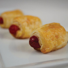 The traditional cocktail-sized all beef franks wrapped in a flaky puff pastry roll.   Units/case: 100