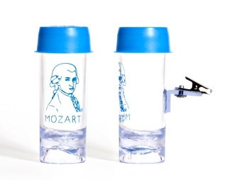 Similar to the popular Red Cap Reed Soaker, this product offers a unique clasp and imprint of Mozart.  Ideal for oboe, English horn, and bassoon!  Made by L. Levine Music.