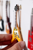 "Rock and Roll History V14 Albert King V Natural Wood 4"" Miniature Guitars with Magnet Visual Compendium of Guitar"