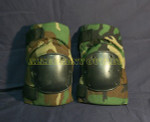 US MILITARY BIJAN WOODLAND CAMO Tactical Paintball Knee Pads NEW / LIKE NEW