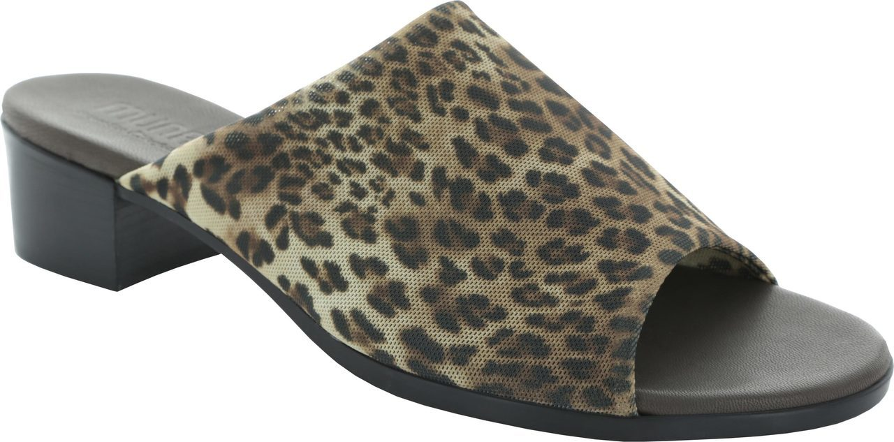 Munro Beth in Leopard Stretch Fabric
