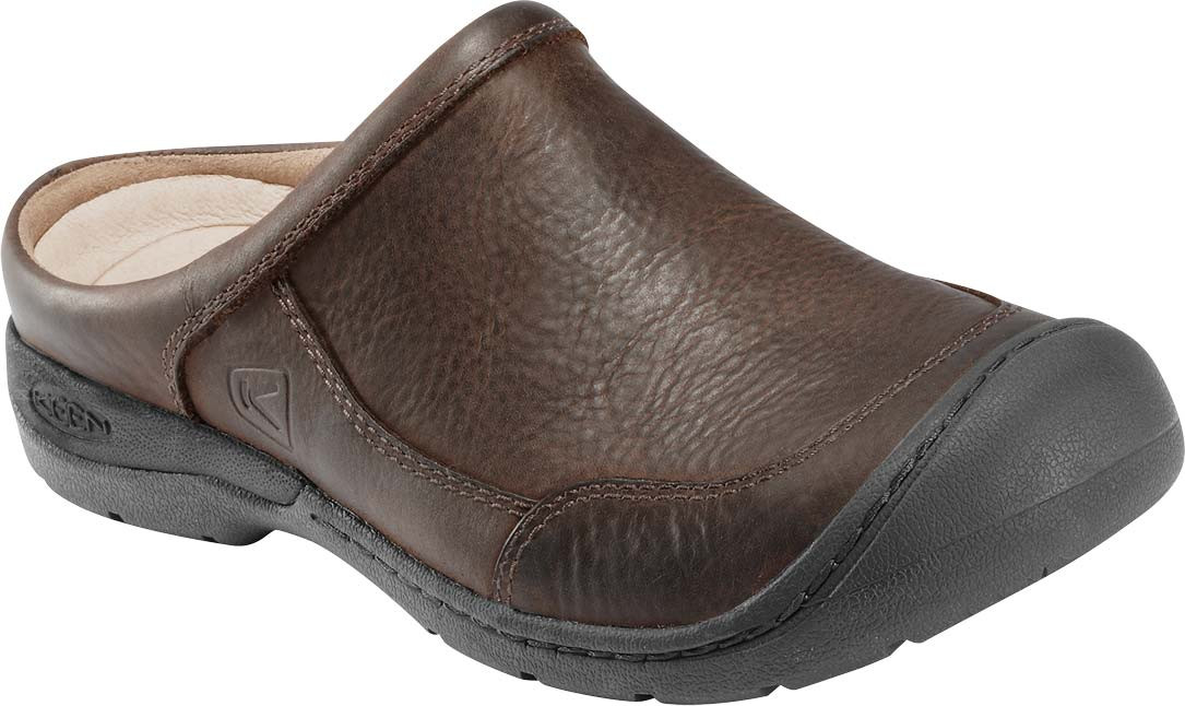 BootLegger's Footwear Centers always has one of New England's largest selections of athletic footwear, sandals, hiking boots, work boots, winterboots, dress shoes, casual shoes, slippers.