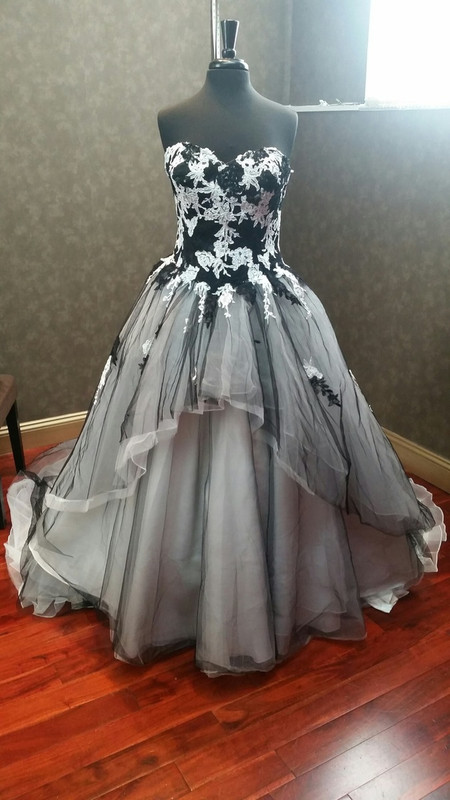 Black And White Tulle Lace Wedding Dress With Skull