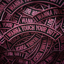 """""""I WANNA TOUCH YOUR BUTT"""" PATCH - PINK"""