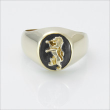 ΔKE Small Comstock Onyx Ring with Lion