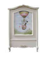 French Panel Crib Hand Painted Motif: Hot Air Balloon Finish: Antico White Optional Appliqued Moulding Finish: Patina