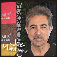 Joe Mantegna with Cocopotamus Chocolate at the Golden Globes