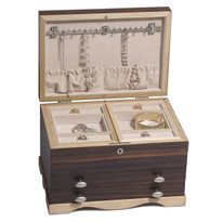 Compact jewelry box design offers optimum storage without taking up a lot of space.