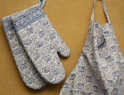BLOCK PRINT OVEN MITTS AND MATCHING APRON SET - BLUE AND WHITE