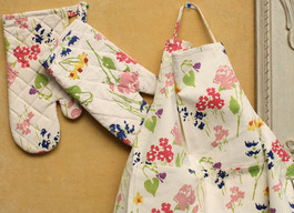 BLOCK PRINT OVEN MITTS AND MATCHING APRON SET - MULTI-COLOR