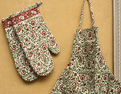 BLOCK PRINT OVEN MITTS AND MATCHING APRON SET - MAROON and GREEN