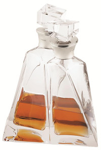 Pair of lovers crystal decanters with silver mounted collar                              -  60cl (20 fl/oz) each