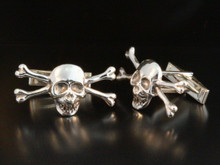 Medium Skull and Crossbones Cuff Links