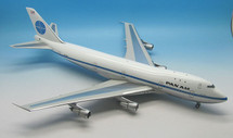 Pan Am B747-121 N738PA Clipper Defender with stand