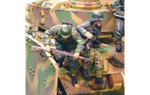 PzKfw IV Normandy Jumpers, two figures