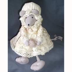 Mouse: Patty in a Bonnet