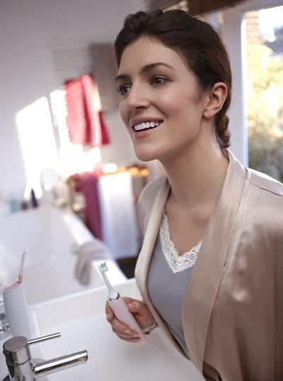 Bàn chải Philips Diamondclean Pink giúp làm sạch răng hơn
