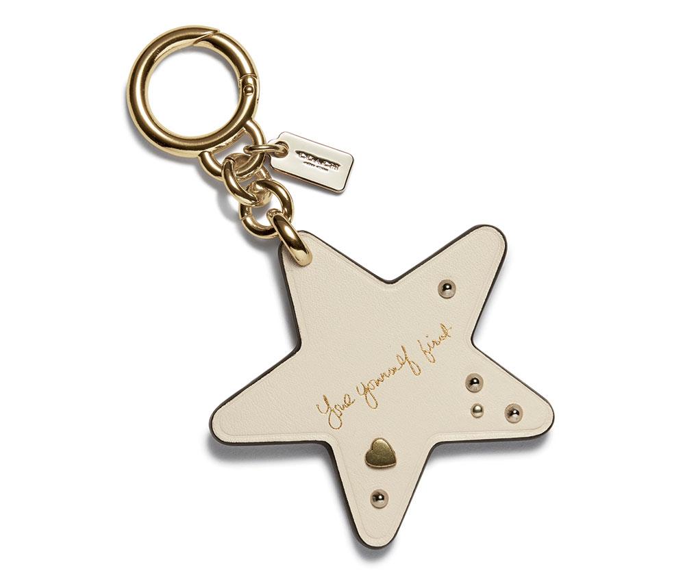 phụ kiện đeo túi ngôi sao (bag charms) của bộ sưu tập Coach x Selena Gomez