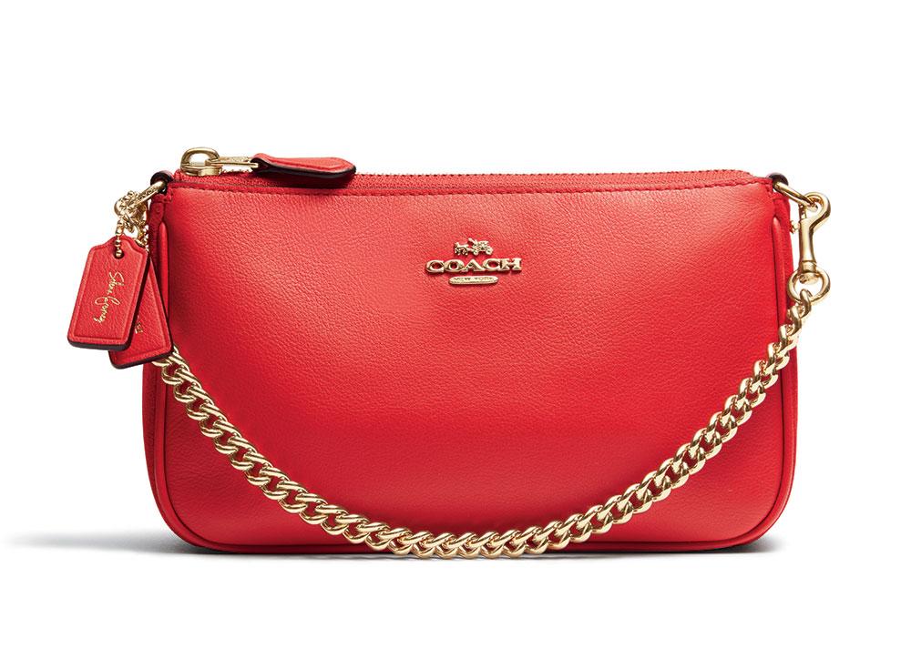 Túi Wristlet của bộ sưu tập Coach x Selena Gomez