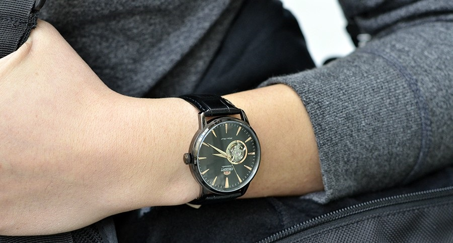 Đeo đồng hồ Orient FDB08002B
