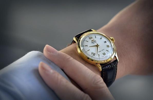 Đeo đồng hồ Orient Bambino Gen 2 ser24009w0
