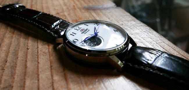 Đồng hồ Orient FDB08005W sang trọng