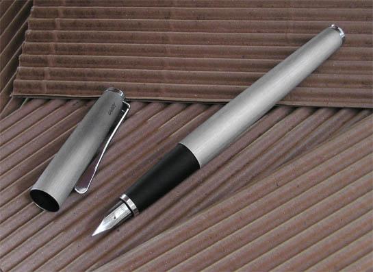 Bút máy Lamy Studio - Màu thép xước (Brushed stainless steel)
