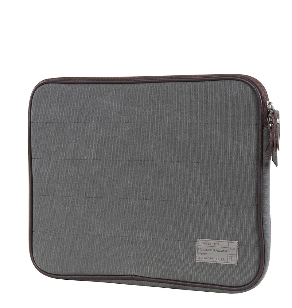 http://d3d71ba2asa5oz.cloudfront.net/12015324/images/13in_macbook_pro_sleeve_front_1__45294.jpg