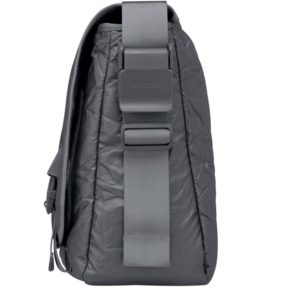 http://d3d71ba2asa5oz.cloudfront.net/12015324/images/cl55346-incase-alloy-messenger-bag__29625.jpg