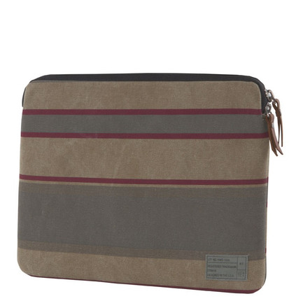 http://d3d71ba2asa5oz.cloudfront.net/12015324/images/15in_laptop_sleeve_front__76472.jpg