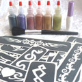 click here to add a descriptionTribal Glitter Tattoo Kit contains:- 1 x Pros-ade Glue 8 ml in an applicator bottle 6 x Glitter Puffers- Black, Purple, Red, Tangerine,Gold &Emerald Green 25 x Tribal Stencils 1 x Sweeper Brush Easy to follow Instructions All in an attractive storage box