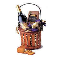 Linn's Celebration Wine Gift Basket Cheese Sausage Flatbread Crackers Dark Chocolate Raisins