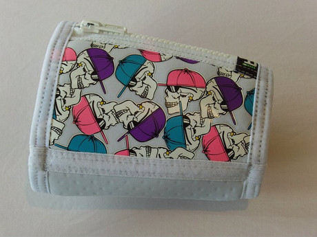 Trash Monkey**  ITZ Arm Wallet Skully - White