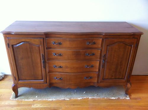 Queen anne cherry dining room buffet forgotten furniture - Queen anne bedroom furniture cherry ...