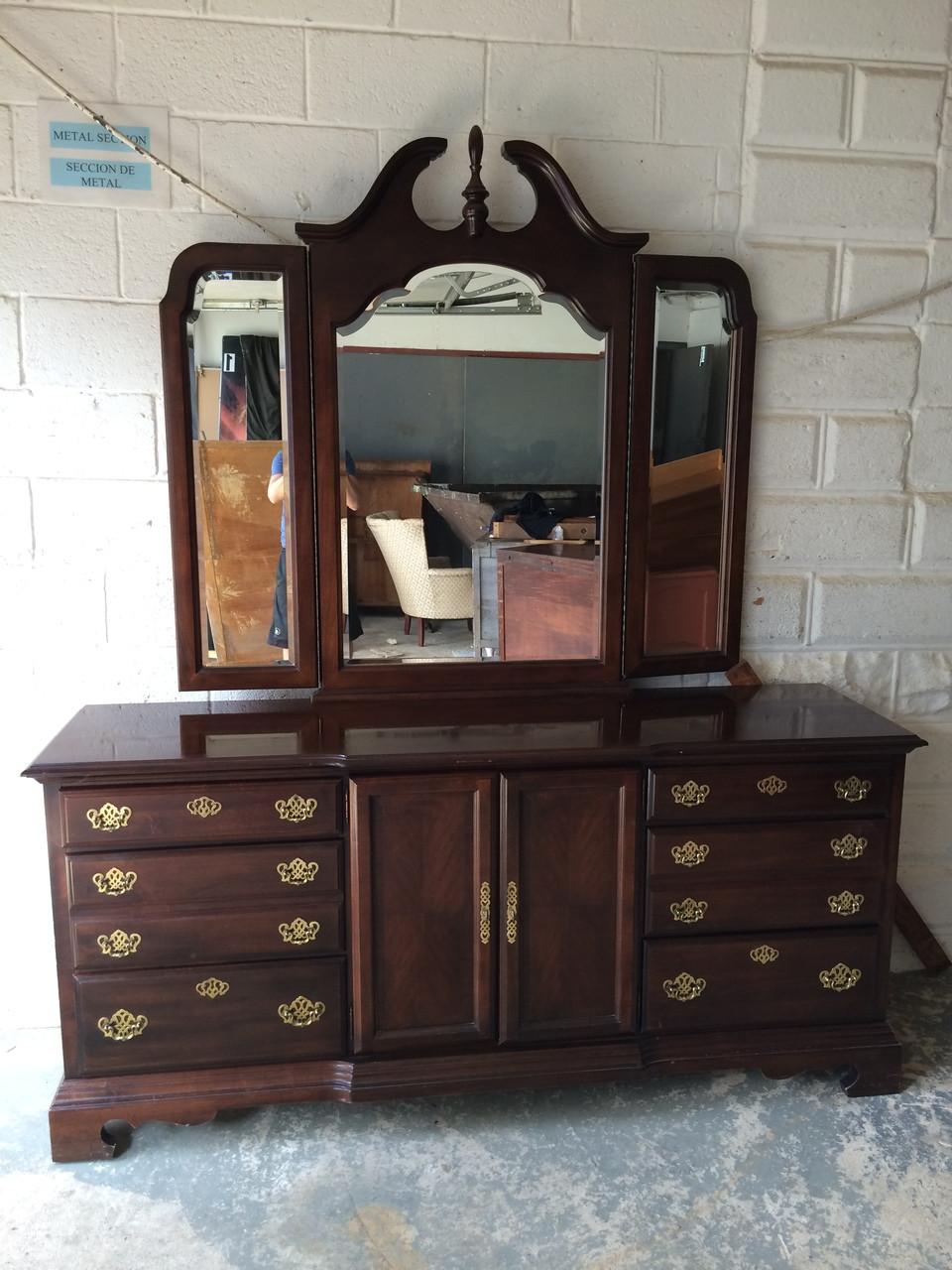 Queen anne 9 drawer cherry dresser w tri fold mirror - Queen anne bedroom furniture cherry ...