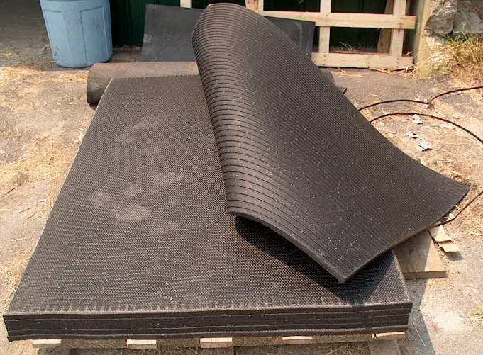 Rubber Mat Floor Mat Or Stall Mat A Rubber Mat To