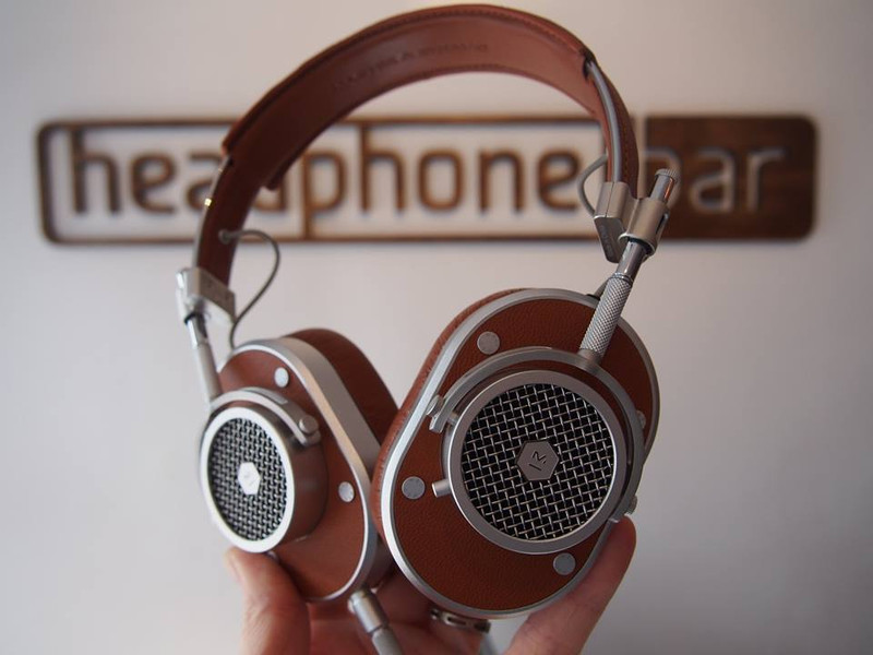 Master & Dynamics mH40, brown finish, Around ear headphones, in Canada