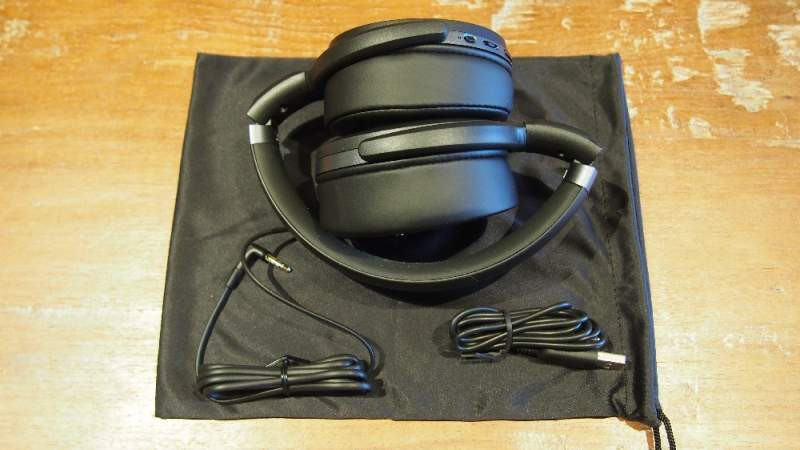 Sennheiser HD 4.40BT, folded, accessories in the box