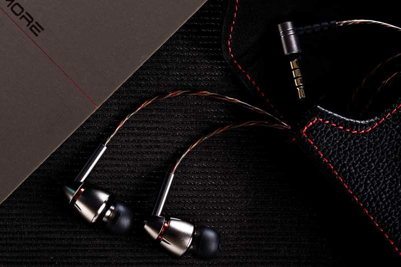 1More Quad Driver Hybrid Earphones