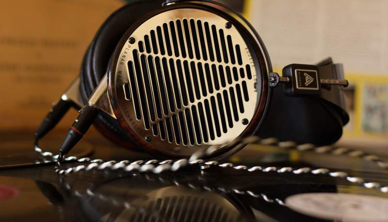 Audeze LCD4 includes premium quality cable made for this model