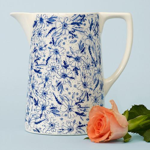 Ceramic medium Vintage Daisy jug. Made in England.