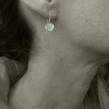 MODEL IS WEARING MOSS AQUAMARINE ON 18KT GOLD, PLEASE USE FOR SIZE REFERENCE
