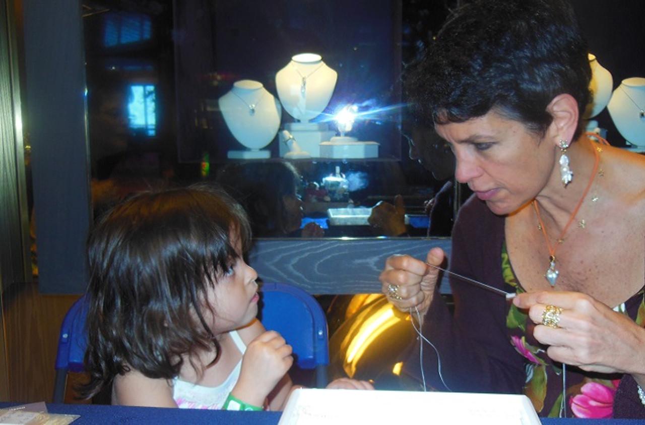 The Artist's Studio Class: Jane's super easy pearl knotting technique.