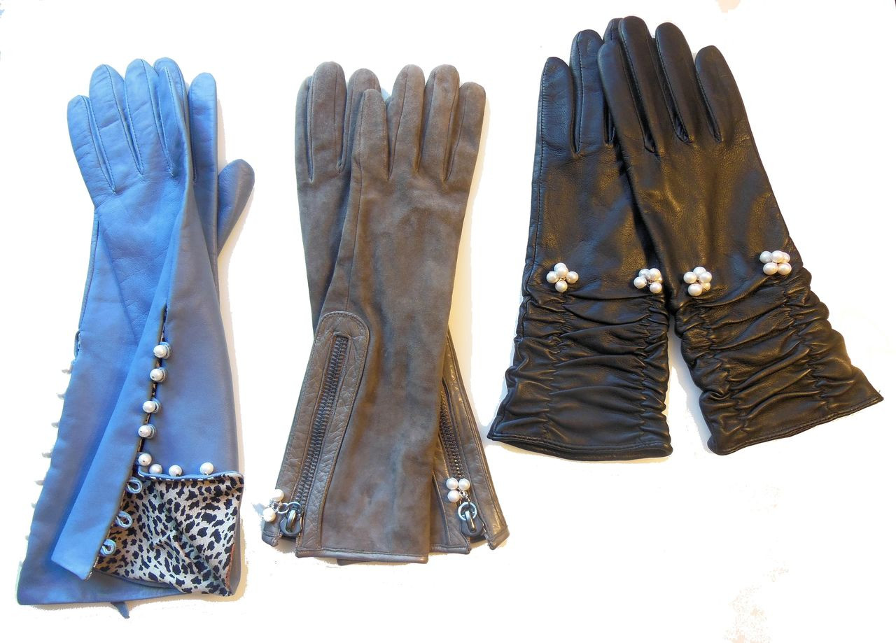 Handmade Button-up Leather Gloves with Genuine Pearl Adornment.